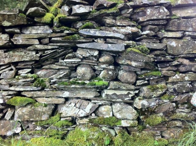 lake-district-hawkshead-stonewall
