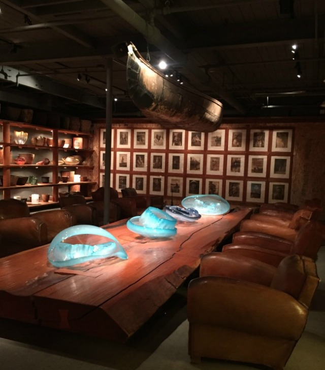 chihuly-lounge-library